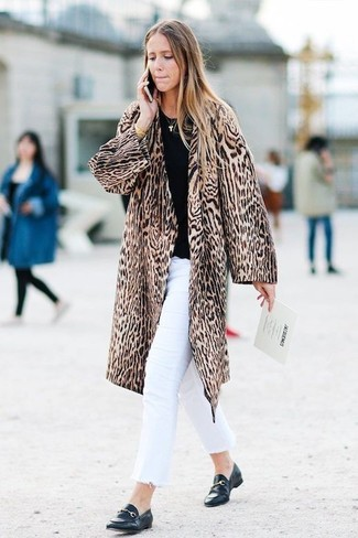 How to wear: brown leopard fur coat, black crew-neck sweater, white jeans, black leather loafers