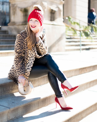 How to wear: tan leopard fur coat, beige crew-neck sweater, black leather skinny jeans, red suede pumps