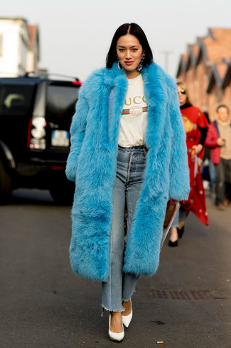 A blue fur coat and baby blue jeans are a savvy combination that will earn you the proper amount of attention. Complement this look with white leather pumps.