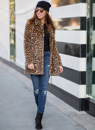 How to wear: tan leopard fur coat, black crew-neck t-shirt, blue ripped skinny jeans, black suede ankle boots