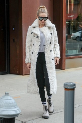 How to wear: white fur coat, white crew-neck t-shirt, charcoal wool skinny pants, white leather lace-up flat boots