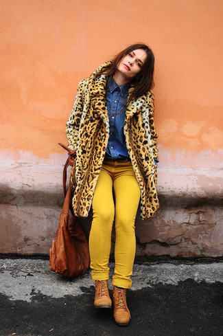 How to wear: tan leopard fur coat, blue denim shirt, yellow skinny jeans, tobacco leather lace-up flat boots