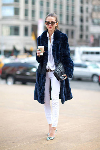 A fur coat and white skinny jeans are a smart combination that will earn you the proper amount of attention. For the maximum chicness throw in a pair of white leopard leather pumps.