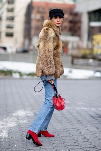 No matter where you go over the course of the day, you'll be stylishly prepared in a brown fur coat and a Saint Laurent women's Teddy Leather Bucket Bag. Red suede ankle boots will add a new dimension to an otherwise classic outfit. You can bet this getup will become your uniform come winter.