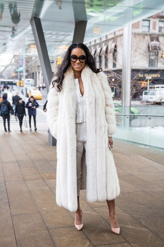 How to wear: white fur coat, white print long sleeve blouse, white print skinny pants, beige leather pumps
