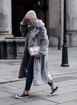 How to wear: grey fur coat, grey knit turtleneck, navy ripped skinny jeans, black and white canvas low top sneakers