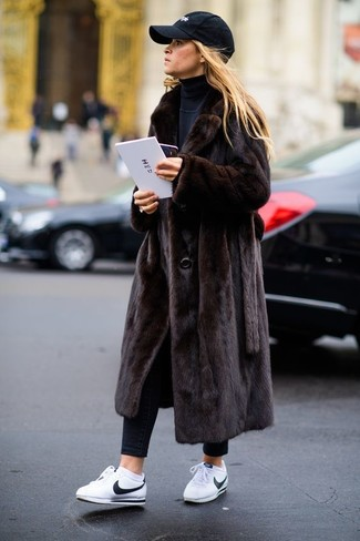Choose a dark brown fur coat and a Gucci women's Fur Accented Gg Baseball Cap for incredibly stylish attire. For a more relaxed take, grab a pair of white leather low top sneakers. An amazing example of transitional fashion, this ensemble is an essential when warmer days are here.