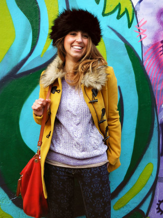 Team a mustard fur collar coat with navy graphic skinny jeans for a standout ensemble.
