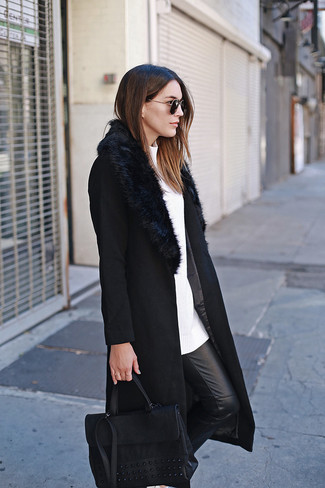 How to wear: black fur collar coat, white crew-neck sweater, black leather skinny pants, black leather satchel bag