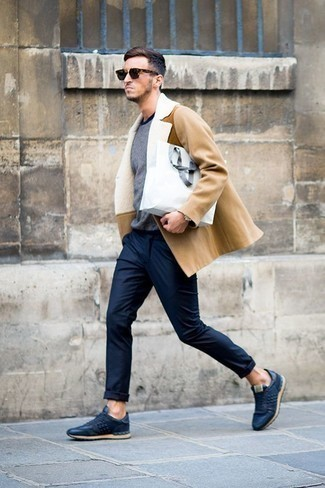 Men's Looks & Outfits: What To Wear In Spring: Amp up your fashion game by opting for a tan fur collar coat and navy chinos. Put a dressed-down spin on an otherwise traditional look by finishing with a pair of navy leather low top sneakers. An ensemble like this is ideal for transitional weather.