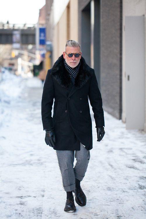 только выводит с чем одеть черное пальто мужское если ваше