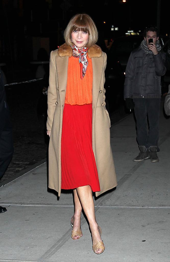 wintour wearing fur collar coat orange silk