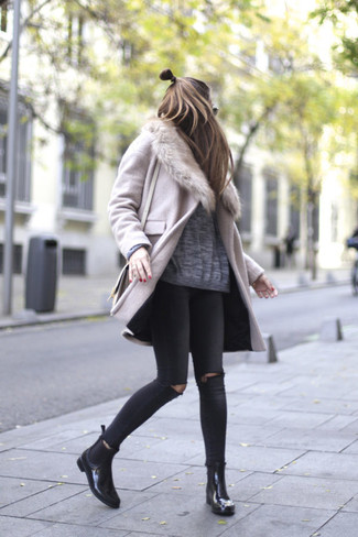 How to wear: pink fur collar coat, grey oversized sweater, black ripped skinny jeans, black leather chelsea boots