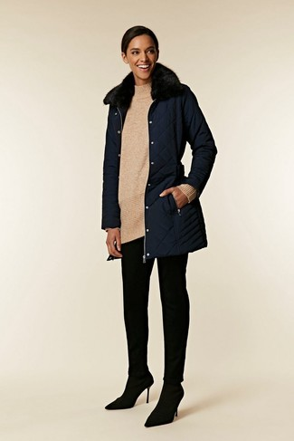 How to wear: navy fur collar coat, beige knit wool tunic, black skinny pants, black suede pumps