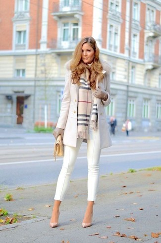 Stand out among other stylish civilians in a white fur collar coat and white capri pants. Look at how well this outfit is complemented with beige leather pumps. With the departure of winter come warmer days and more sunlight and the need for a cool getup just like this one.