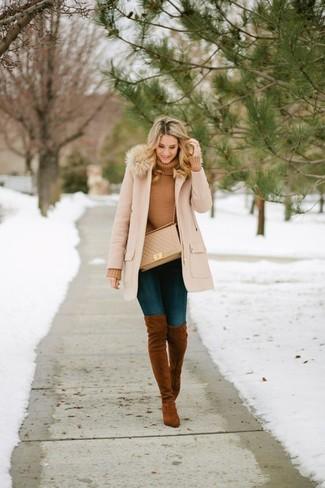 How to wear: beige fur collar coat, tan turtleneck, navy skinny jeans, brown suede over the knee boots