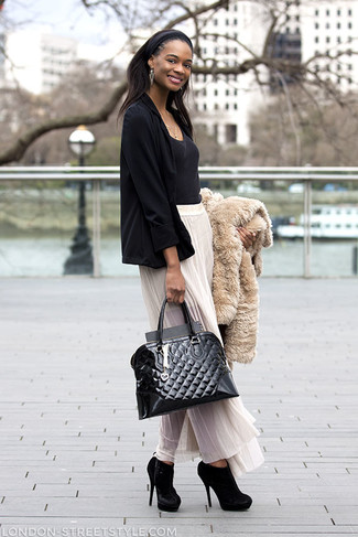 A women's Gorski Rabbit Fur Short Sleeve Jacket Beige Stripe and a white pleated chiffon maxi skirt are both versatile essentials that will give your outfits a subtle modification. Choose a pair of black suede ankle boots to instantly up the chic factor of any outfit. Can you see how easy it is to look beyond chic and stay cozy come fall, all thanks to ensembles like this?