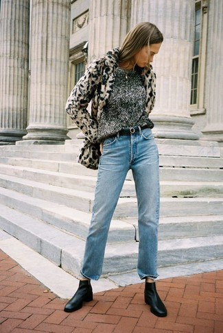 Pairing a beige leopard fur jacket with a Mango Patent Leather Sash Belt is an on-point option for a day in the office. Black leather chelsea boots will give your look an on-trend feel. With the departure of winter comes a sense of spring renewal and the need for a knockout look just like this one.
