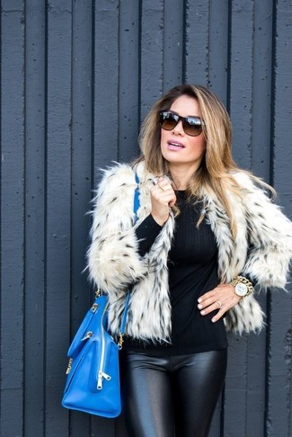How to wear: beige fur jacket, black crew-neck sweater, black leather skinny pants, blue leather tote bag