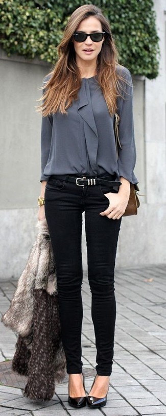 A blouse and black slim jeans is a savvy combination to impress your crush on a date night. A pair of black leather pumps will seamlessly integrate within a variety of outfits.