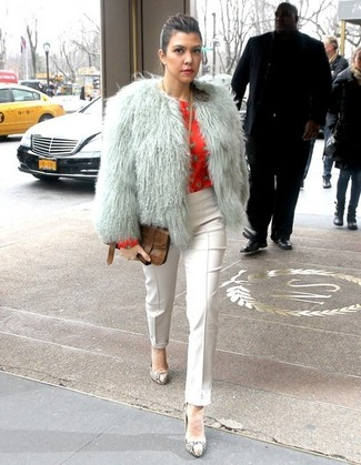 How to Wear White Skinny Pants: So as you can see, looking stylish doesn't take that much effort. Just consider wearing a grey fur jacket and white skinny pants and be sure you'll look wonderful. Introduce a pair of grey snake leather pumps to the equation for extra style points.
