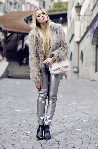 Dress to impress in a beige fur jacket and silver leather skinny pants. This outfit is complemented perfectly with black leather ankle boots. It goes without saying that this one makes for a great, spring-friendly combo.