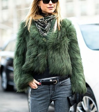 How to Wear a Belt For Women: You're looking at the undeniable proof that a green fur jacket and a belt look awesome when married together in a laid-back outfit.