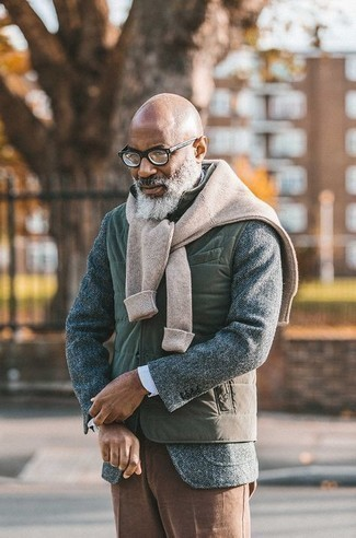 Olive Quilted Gilet Chill Weather Outfits For Men: Opt for an olive quilted gilet and brown dress pants and you're guaranteed to make a fashion statement.