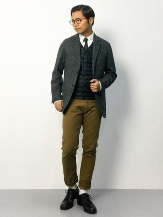 Fashion for 20 Year Old Men: What To Wear: A black quilted gilet and brown chinos work together beautifully. Avoid looking too casual by finishing with black leather derby shoes. A fail-safe option for gentlemen in their 20s looking for a more mature image.