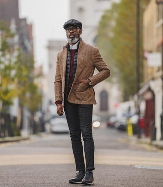 Black Flat Cap Outfits For Men: This casual pairing of a black quilted gilet and a black flat cap is clean, dapper and extremely easy to replicate. Complement your outfit with black athletic shoes to jazz things up.