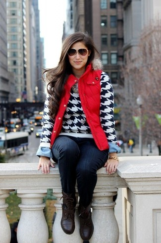 How to wear: red gilet, white and black houndstooth crew-neck sweater, light blue denim shirt, navy skinny jeans