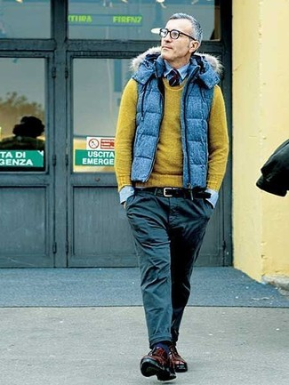 How to wear: blue quilted gilet, olive crew-neck sweater, light blue denim shirt, black chinos