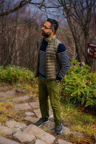Olive Chinos Outfits: Breathe personality into your day-to-day off-duty arsenal with a brown quilted gilet and olive chinos. You can get a little creative when it comes to footwear and add a pair of dark green athletic shoes to the equation.
