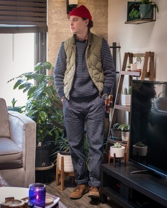 Olive Quilted Gilet Chill Weather Outfits For Men: An olive quilted gilet and navy chinos make for the ultimate laid-back style for any modern gent. For something more on the dressier side to finish off this ensemble, complement this outfit with brown suede desert boots.