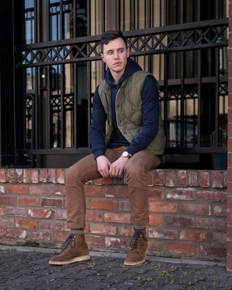 500+ Casual Outfits For Men: An olive quilted gilet and brown chinos are an essential combination for many style-savvy gentlemen. You can get a bit experimental in the shoe department and complement this look with brown leather casual boots.