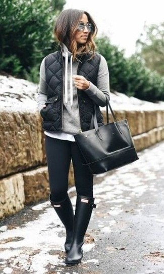 Try pairing a black quilted gilet with black skinny jeans for a casual-cool vibe. Mix things up by wearing rain boots. We guarantee this ensemble is the just the remedy to bleak autumn afternoons.