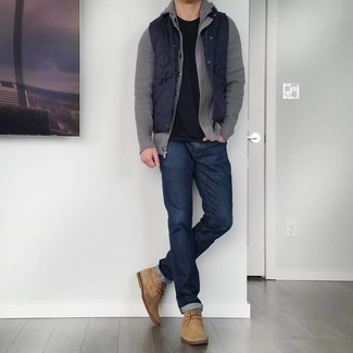 Tan Suede Desert Boots Outfits: Try teaming a navy quilted gilet with navy jeans for both dapper and easy-to-style look. Complete your look with a pair of tan suede desert boots to instantly shake up the outfit.