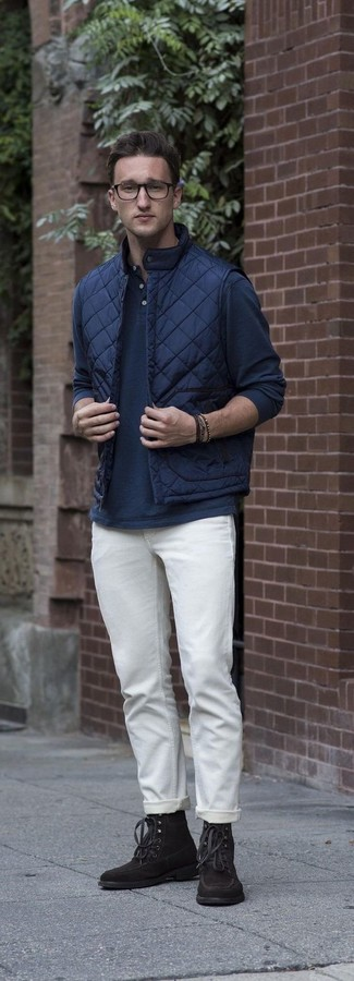 How to wear: navy quilted gilet, navy long sleeve henley shirt, white chinos, dark brown suede casual boots