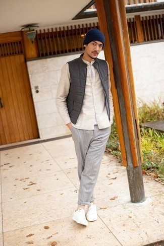Beige Socks Outfits For Men: A charcoal quilted gilet and beige socks are an edgy pairing that every fashion-forward man should have in his menswear arsenal. Complete your ensemble with a pair of white canvas low top sneakers for an extra touch of style.