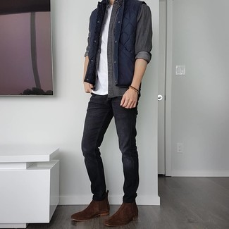 Dark Brown Suede Chelsea Boots Outfits For Men: A navy quilted gilet and black jeans have become true casual styles for most gentlemen. Clueless about how to complement this ensemble? Wear dark brown suede chelsea boots to kick it up a notch.