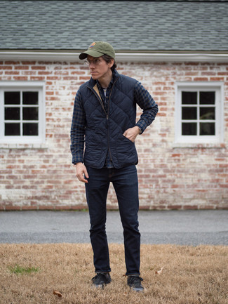 Black Low Top Sneakers Outfits For Men In Their 30s: A navy quilted gilet and navy jeans are veritable menswear staples if you're crafting a casual wardrobe that holds to the highest sartorial standards. If you're not sure how to round off, a pair of black low top sneakers is a winning option. Sartorial inspo like this will help you remain incredibly fashionable while moving into your 30s.