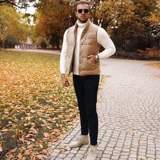 500+ Casual Outfits For Men: If you're looking for a casual yet seriously stylish getup, consider teaming a tan quilted gilet with black chinos. For something more on the dressier side to complement this outfit, add beige suede desert boots to this getup.