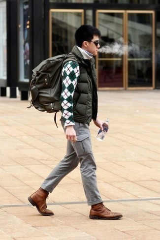Men's Looks & Outfits: What To Wear In 2020: An olive quilted gilet and grey cargo pants are the perfect way to introduce some cool into your current rotation. A trendy pair of brown leather casual boots is a simple way to transform your look.