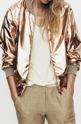 How to Wear a Gold Bomber Jacket For Women: A gold bomber jacket and gold skinny pants are the kind of a fail-safe off-duty combo that you so awfully need when you have no time to spare.