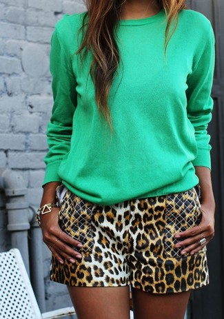 How to wear: green crew-neck sweater, brown leopard shorts, gold bracelet