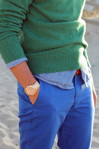 How to wear: green crew-neck sweater, light blue chambray long sleeve shirt, blue chinos