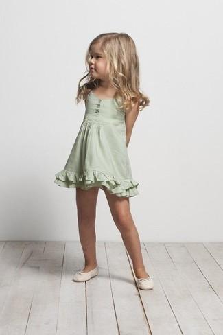 How to wear: green dress, beige ballet flats