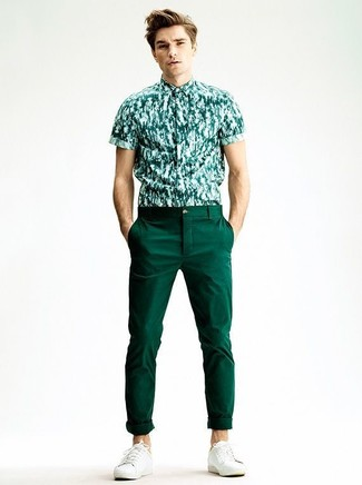 This combination of a green print short sleeve shirt and dark green chino pants combines comfortand functionality and allows you to keep it low profile yet contemporary. White low top sneakers are a wonderful choice to complete the look. This outfit is our idea of perfection for hot weather days.