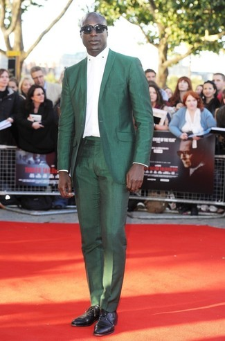 Dermot O'Leary wearing Green Suit, White Dress Shirt, Black Leather Oxford Shoes