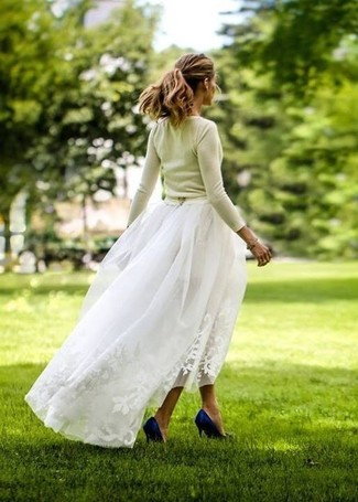 How to wear: green-yellow crew-neck sweater, white tulle maxi skirt, navy satin pumps